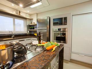 Cuisine moderne par Estúdio HL - Arquitetura e Interiores Moderne