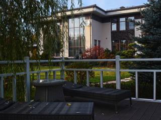 Загородный дом в поселке Графские пруды, МО: Сады в . Автор – Des Formes