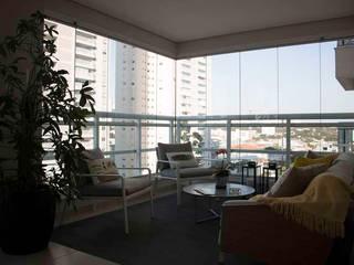 Modern balcony, veranda & terrace by MONICA SPADA DURANTE ARQUITETURA Modern