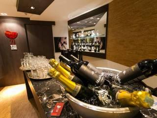 21 Wine Store Lojas & Imóveis comerciais modernos por Priscila Machado Arquitetura Moderno