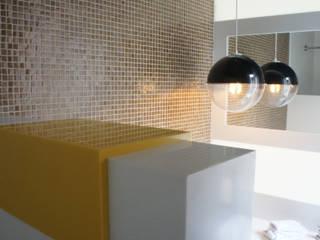 Detalle de murete recubierto en superficie sólida:  de estilo  por Mefa de México