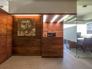 Pasillos y vestíbulos de estilo  de Barra de Arquitectura Mexicana