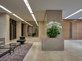 Modern corridor, hallway & stairs by Alessandra Contigli Arquitetura e Interiores Modern