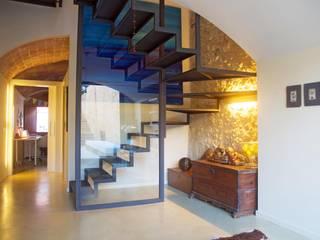 Mediterranean style corridor, hallway and stairs by Brick Serveis d'Interiorisme S.L. Mediterranean