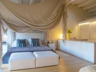 Dormitorios de estilo  por Brick construcció i disseny