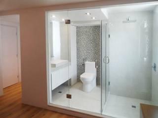 .: Baños de estilo  por RRA Arquitectura