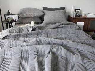 슬로우 피그먼트 차렵베딩-그레이: cozycotton의  침실
