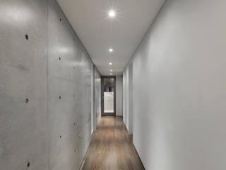 Hành lang, sảnh & cầu thang phong cách hiện đại bởi 오종상 건축사 Hiện đại