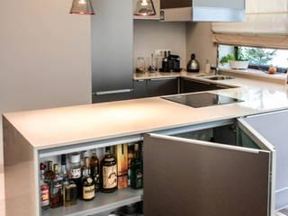 AS-MEB 現代廚房設計點子、靈感&圖片 玻璃 Beige