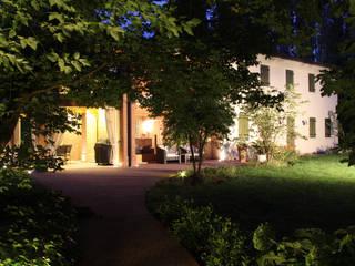 Restauro Vecchio Casale Case moderne di Zago Studio Architects Moderno