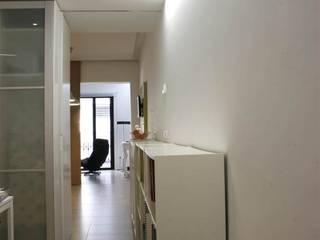 NAZAR Estudio Minimalist corridor, hallway & stairs