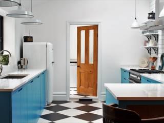 Industrial Kitchen With American Diner Feel Industriële keukens van homify Industrieel Massief hout Bont