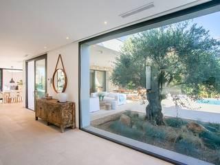 Puertas y ventanas de estilo minimalista de ABAD Y COTONER, S.L. Minimalista