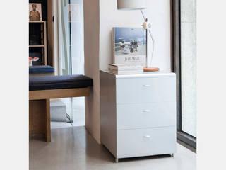 Cajonera colocada como mueble accesorio:  de estilo  de Aram interiors