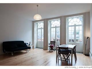 Casa do Pinheiro: Salas de estar clássicas por BAAU - Bernardo Amaral Arquitectura+Urbanismo