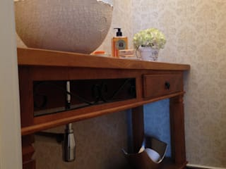 Lavabo em demolição com cuba em renda Banheiros modernos por Laura Picoli Moderno