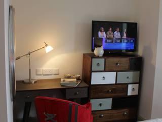 Devonshire Fell Camera da letto eclettica di Rachel McLane Ltd Eclettico
