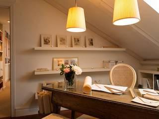 Ruang Studi/Kantor Klasik Oleh Celia Crego Klasik