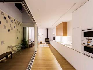 Casa Patio Cocinas de estilo moderno de Poveda Arquitectos Moderno