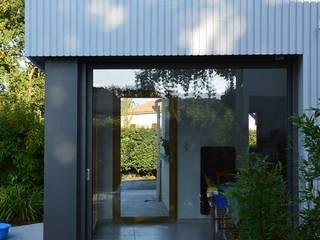 Extension lumineuse Salle à manger moderne par LM architecte Moderne