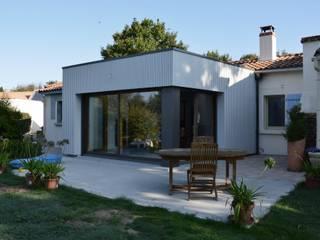 Angle vitré - Vue extèrieure:  de style  par LM architecte