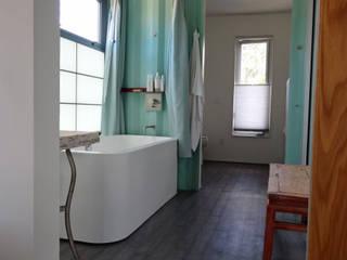Bathroom โดย Ecosa Institute โมเดิร์น