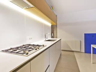 VIVIENDA EN PALMA Cocinas de estilo minimalista de keragres Minimalista