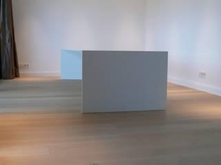 Esstisch aus Mineralwerkstoff, von Tischlerei Helmut Sturm Minimalistisch