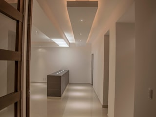 Pasillos, vestíbulos y escaleras modernos de RTZ-Arquitectos Moderno