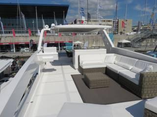 Overblue 44: Yacht & Jet in stile  di Studio Foschi & Nolletti