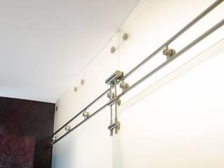 Remodelación de apartamento Pasillos, vestíbulos y escaleras de estilo clásico de Belhogar Diseños, C.A. Clásico