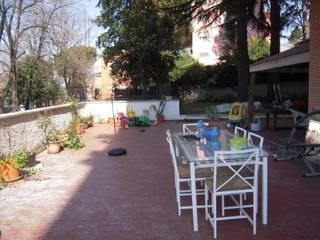 ambiente terrazzo prima dell'intervento: Terrazza in stile  di Bazardeco