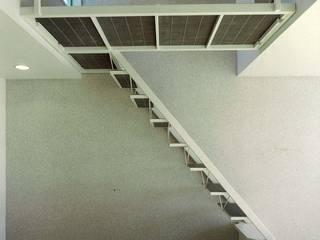 Khouse-1 オリジナルスタイルの 玄関&廊下&階段 の 河浩介建築設計室. オリジナル