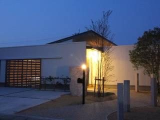 Casas estilo moderno: ideas, arquitectura e imágenes de 一級建築士事務所 Eee works Moderno