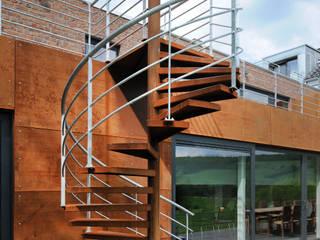 Eklektyczny korytarz, przedpokój i schody od Luc Spits Architecture Eklektyczny