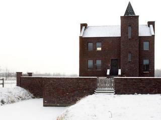 by Architectenbureau Van Erken Calandt Еклектичний
