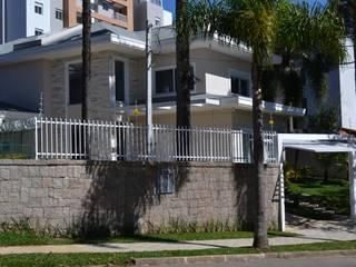 BUZZI & SILVA ARQUITETOS ASSOCIADOS บ้านและที่อยู่อาศัย อิฐหรือดินเผา Beige