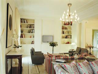 Villa Vedetta: Soggiorno in stile in stile Moderno di CONCERTO FINE ITALIAN HOTELS