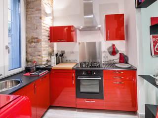 Cocinas de estilo moderno de architetto raffaele caruso Moderno