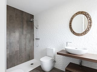 Modern bathroom by AD+ arquitectura Modern Ceramic