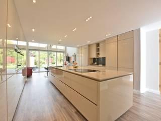 MR & MRS ABRAMS Modern kitchen by Diane Berry Kitchens Modern