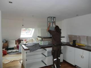 Cozinhas modernas por Tischlerei Charakterstück Moderno