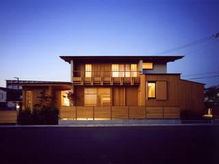 Casas de estilo asiático de 辻健二郎建築設計事務所 Asiático