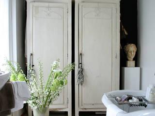 bagno:  in stile  di conscious design - interiors