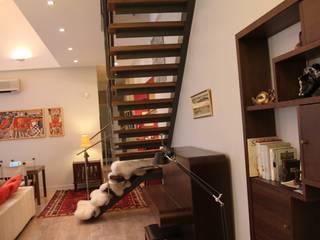 квартира холостяка Гостиные в эклектичном стиле от Circus28_interior Эклектичный
