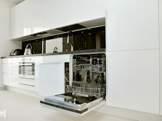 Minimalist kitchen by Hunter design Minimalist