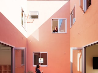 KMA しかくい空: 板元英雄建築設計事務所が手掛けたベランダです。