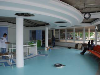 COULEUR AGRUME : MEAUX ET SA CPAM AU DESIGN VITAMINE Espaces de bureaux originaux par DEYDIER WILFRID ARCHITECTURE Éclectique