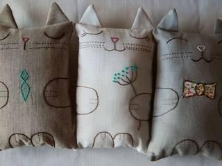 Que sepa coser, que sepa bordar... Almacén Feliz Dormitorios infantiles Camas y cunas Lino Beige