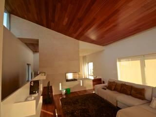 House SM Feira: Salas de estar  por Urban Core,Campestre